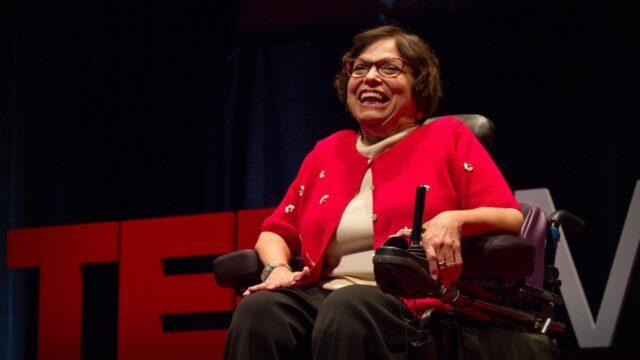 Judith Heumann nos enseña cómo parar un bus con una silla de ruedas y cómo luchar por justicial social